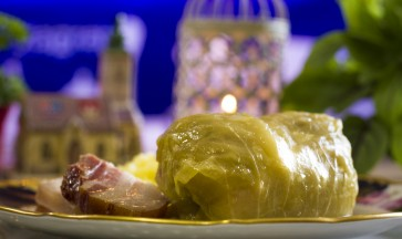 Sarma with mashed potatoes – sour cabbage rolls stuffed with minced meat